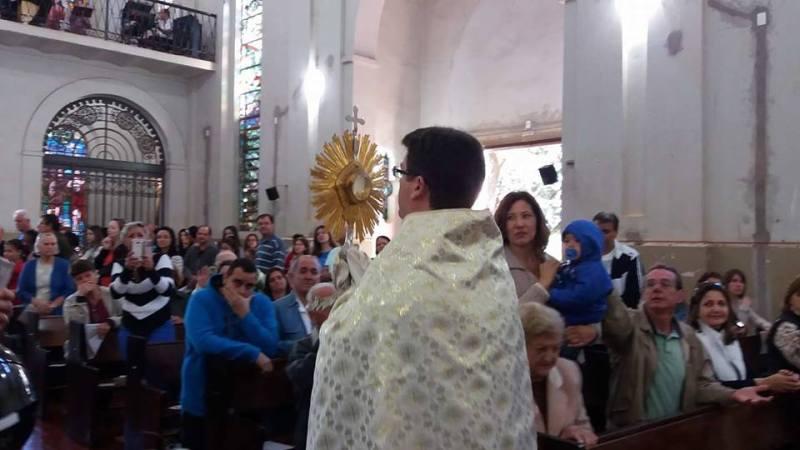 Padre Luís Gustavo Benzi e Cônego Ronaldo Vianna celebraram a missa na Matriz São José