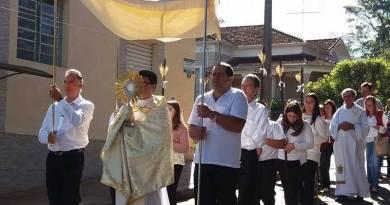 Paróquias celebram Corpus Christi com missas, procissões e ensinamentos