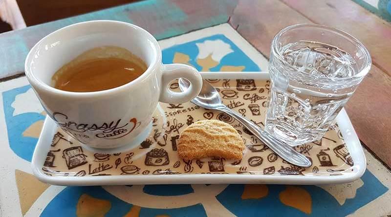 café du jour - grassy spazio caffè