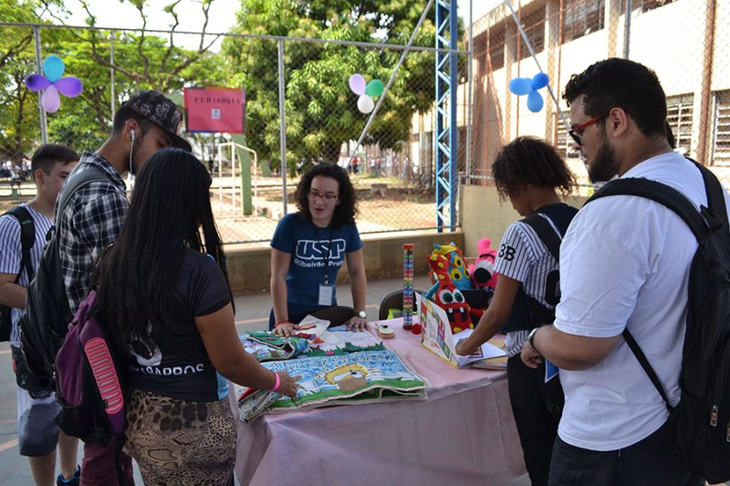 Cem alunos do Projete realizam ações sociais com entidades de Ribeirão Preto