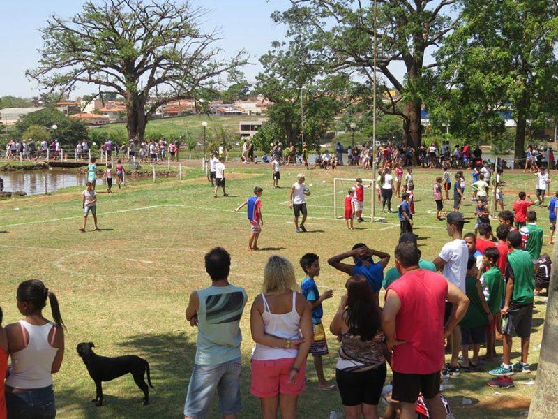 Foram realizadas atividades recreativas e educativas; oficinas de dança, além de brinquedos infláveis e esportes tradicionais, como vôlei e futebol