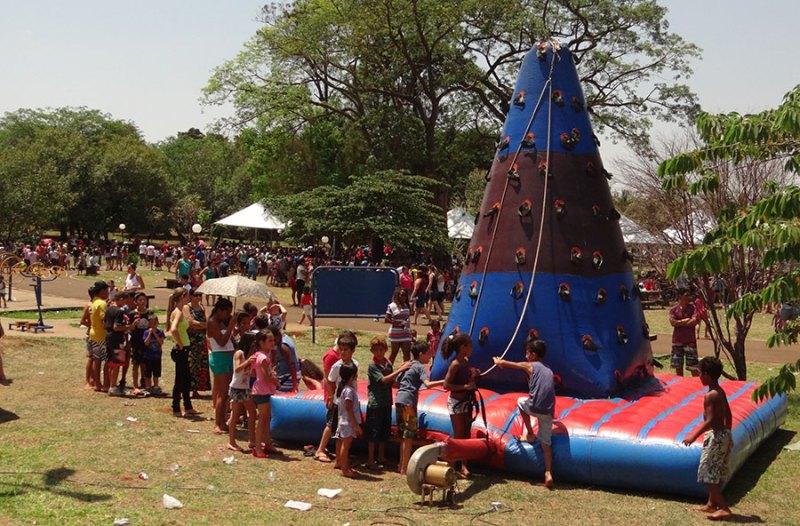 As atividades recreativas nesse ano visam estimular as crianças junto a prática desportiva (futebol e vôlei), também com espaço para a diversão de crianças menores (cama elástica e danças), além de oficina de danças e palhaços