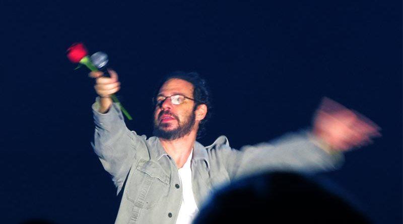 Musical sobre a trajetória de Renato Russo emociona os fãs