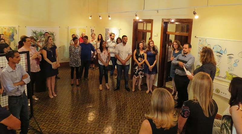 Cultura de Cravinhos celebra exposição e inauguração de piano