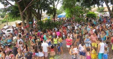 Bloco Saratimbancos abre o Carnaval de Cravinhos