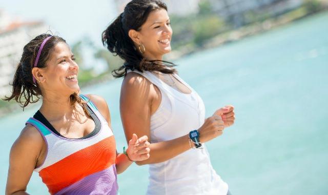 mulheres correndo - zinco na atividade física