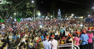 Natal EsPETacular encanta com show de luzes edecoração