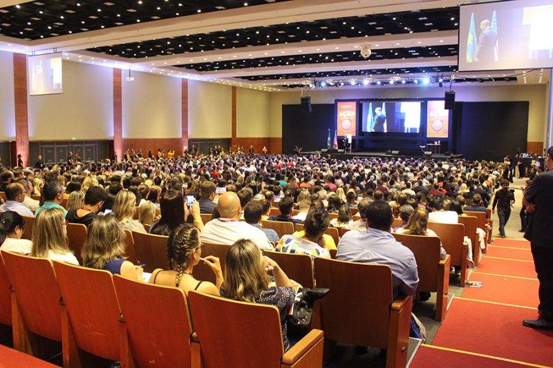 Autor de best-seller reuniu cerca de 2 mil pessoas em treinamento
