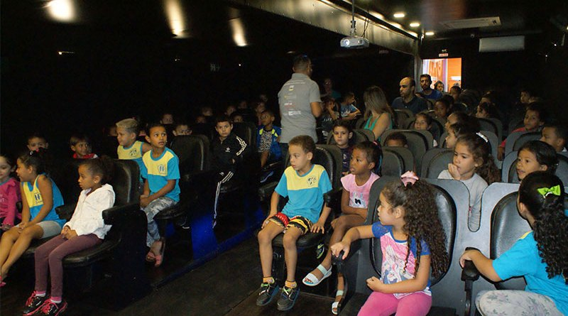 Cravinhos recebe o maior projeto de cinema móvel do Brasil