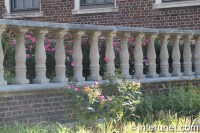 Brick fence with concrete balusters | interunet