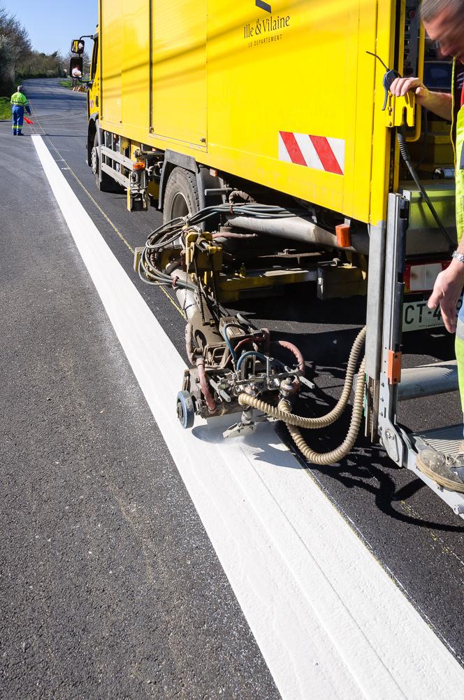 DDTM Ille et Vilaine, marquage routier, tronçon de la D737, bretelle d'accès à la N137 ©INTERVALphoto
