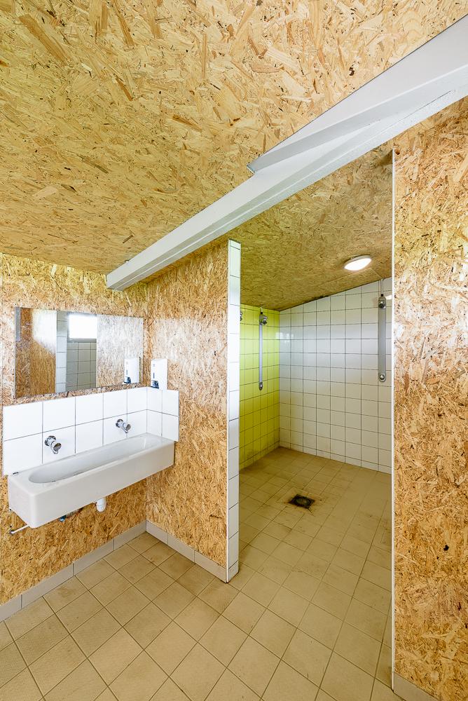 photographe d'architecture ©INTERVALphoto : Jaouen Raimbault Architectes, vestiaires, Bourgneuf la Foret (53)