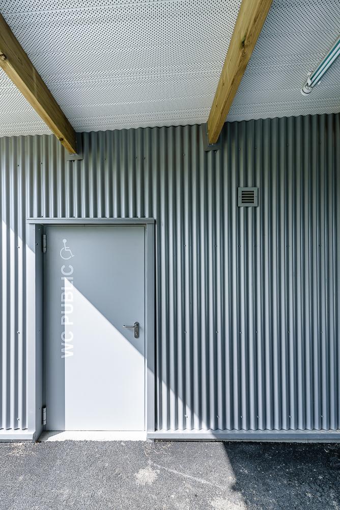 photographe d'architecture ©INTERVALphoto : Jaouen Raimbault Architectes, vestiaires, Javené, 35
