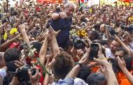 Big Puzzle as Lula Surrenders, Goes to Jail