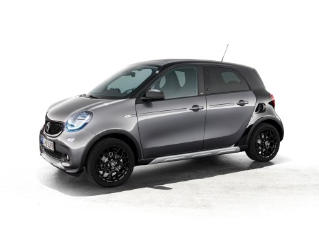 Zum besonderen Outdoor-Look des smart forfour crosstown edition gehören spezielle Anbauteile in Unterfahrschutz-Optik vorn und hinten sowie markante Seitenschweller. ;Kraftstoffverbrauch kombiniert: 4,3 l/100 km. CO2-Emissionen kombiniert: 99 g/km* The special outdoor look of the smart forfour crosstown edition includes special detachable parts in underride guard-look at front and rear and striking side skirts.;Fuel consumption, combined: 4.3 l/100 km. CO2 emissions, combined: 99 g/km*