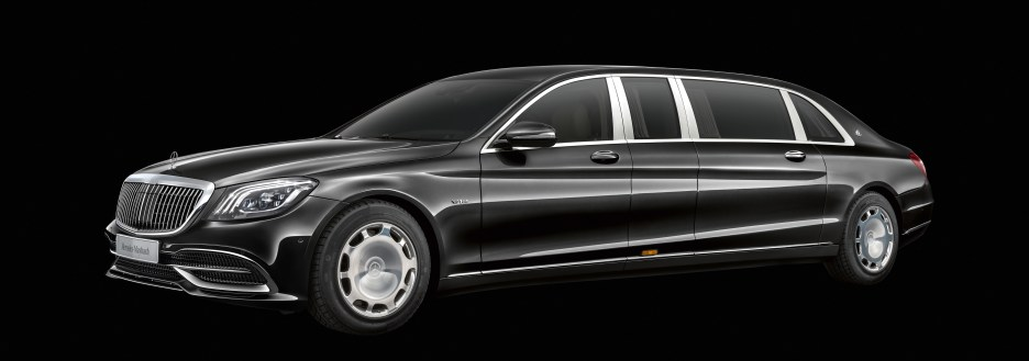 Mercedes-Maybach S 650 Pullman; Exterieur: Obisidianschwarz, Schmiederad 20 Zoll im 10-Loch Design; Interieur: Leder designo Exclusive seiden beige /satin rot, Zierelement Wurzelnuss glänzend;Kraftstoffverbrauch kombiniert: 14,6 l/100 km, CO2-Emissionen kombiniert: 330 g/km* Mercedes-Maybach S 650 Pullman; exterior: obsidian black, 20-inch 10-hole forged wheels; interior: leather designo Exclusive silk beige/satin red, High-gloss brown burr walnut wood trim;Fuel consumption combined: 14.6 l/100 km, combined CO2 emissions: 330 g/km*