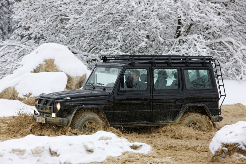 Vier Jahrzehnte G-schichte: Mercedes-Benz G-Klasse: Seit 1979 stilsicher durchs Gelände  Four decades of G history: Mercedes-Benz G-Class: mastering terrain with an assured sense of style since 1979