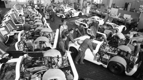 high_construction_of_25_racing_cars_for_the_homologation_of_the_917_porsche_ag