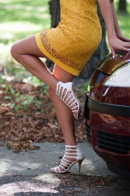 girl-and-car-2950088_1920