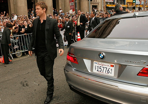 Brad Pitt and Angelina Jolie drive a BMW Hydrogen 7.