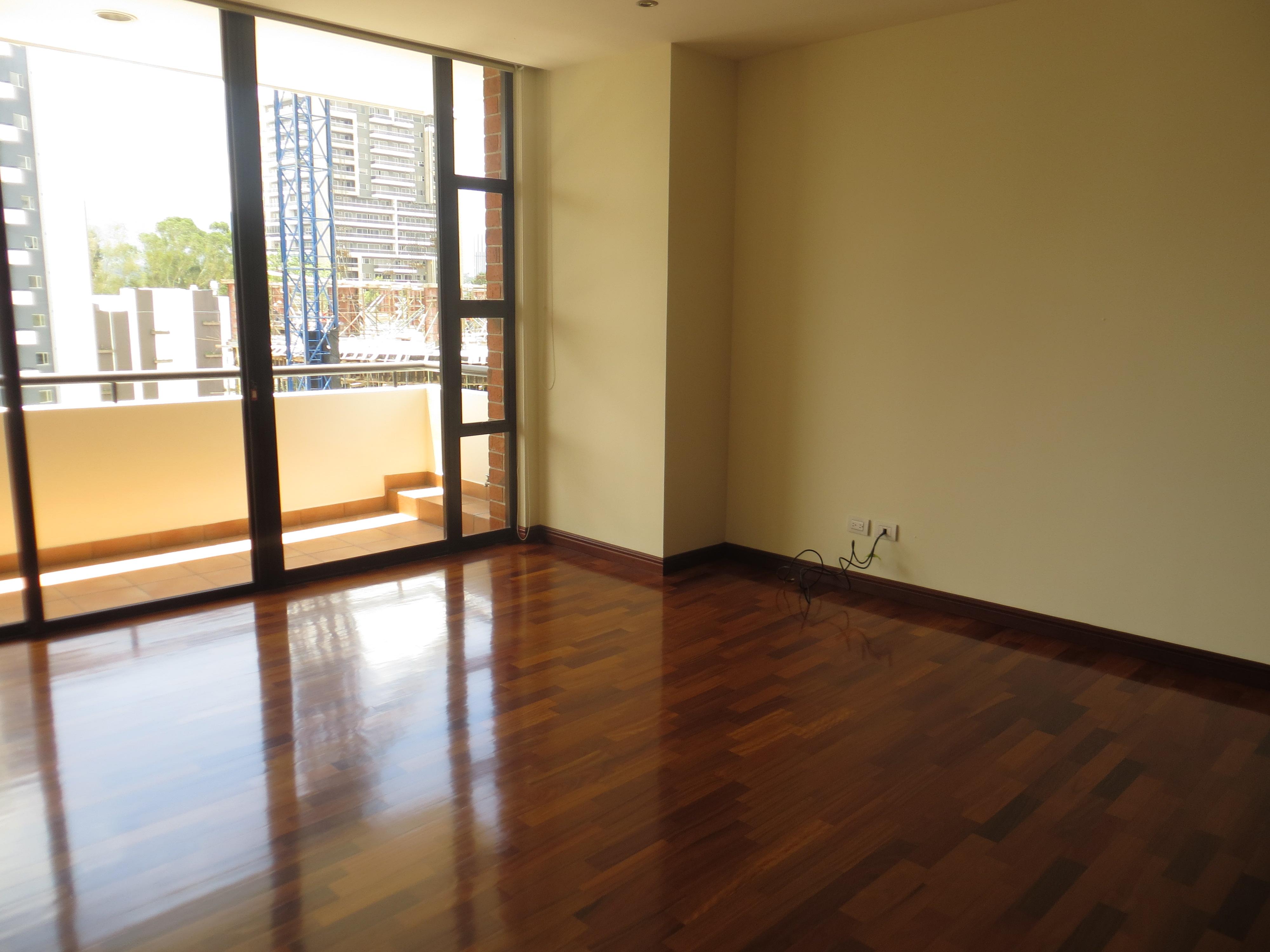 Alquiler de apartamento en edificio con piscina