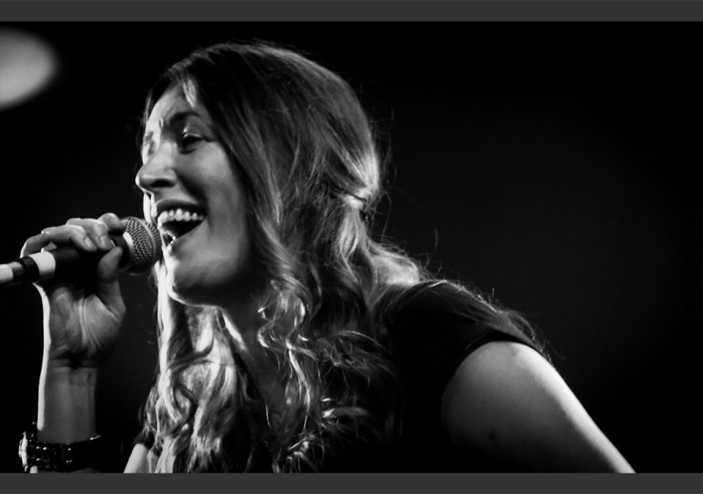 Jacqui Abbott singing live on the Heros In A Half Shell Tour 2016