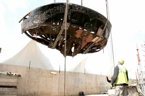 Cutty Sark counter being lifted