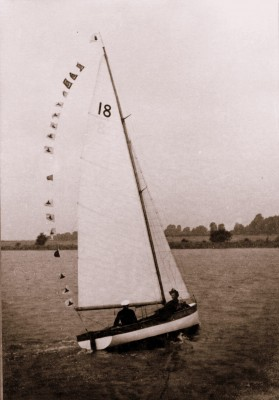 Bosham, CH18, chichester harbour 18, classic day boat, edward beaumont, George Weeks, sailing dinghy, racing dinghy, 1930s