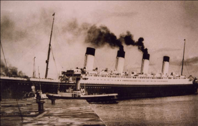 Tender tug Calshot with Olympic, sister ship to the Titanic
