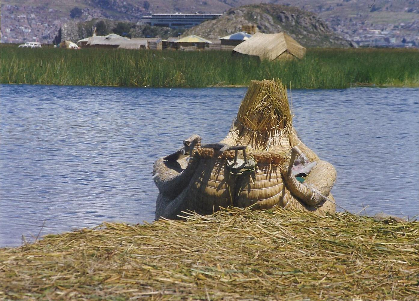 Lake Titicaca: small boats and floating islands made of reeds – intheboatshed.net