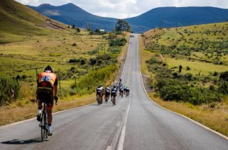 Double90 Team Challenge riders on route