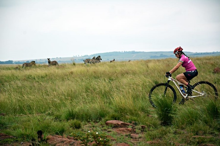 Marc Pritzen and Anni Summer won the 60km feature of the Ezemvelo MTB Challenge yesterday. Photo: Ezemvelo MTB Challenge
