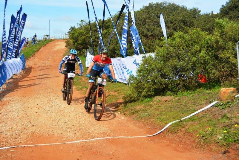 Marco Joubert beats Jason Meaton to the line to win the men's 70km Bestmed-Makro mountain-bike race