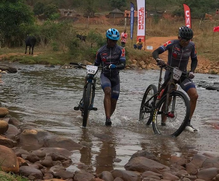 Thulani Gule (left) and William Kelly (right) won the Swazi Frontier after the 60.7km third and final stage concluded in Swaziland yesterday. Photo: Facebook/Swazi Frontier