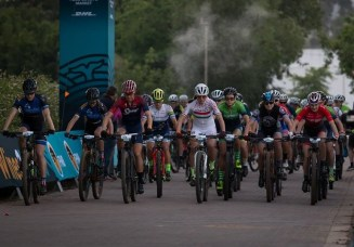 The elite women teams setting off the Wines2Whales Chardonnay. Photo: Greg Beadle