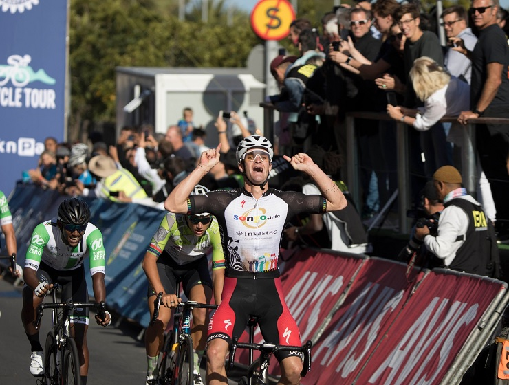 Sam Gaze shouting in joy and celebration moments after winning the Cape Town Cycle Tour today. Photo: Chris Hitchcock