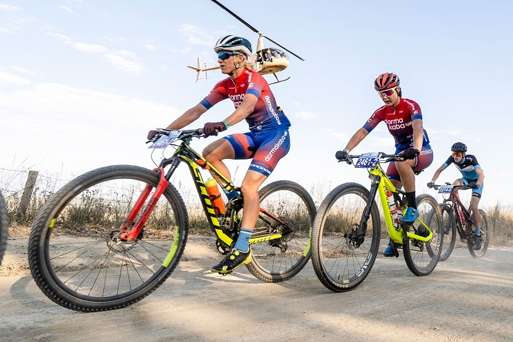 Robyn de Groot (front) is hoping for a seventh marathon title at the SA XCM Championships