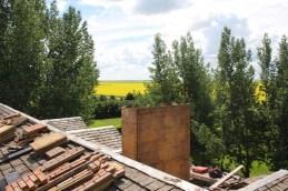 Dach decken gehört zur Farmarbeit