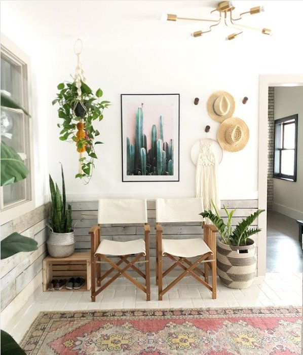 thrift store furniture shopping tips from @blissfully_eclectic