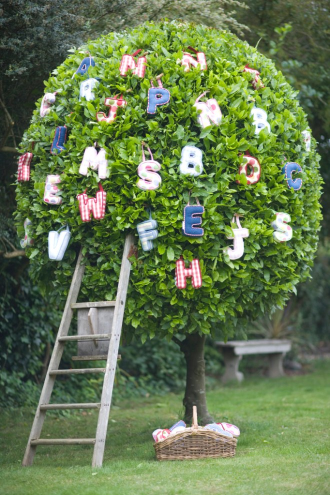 Hanging Love Letters garden ideas for Valentines