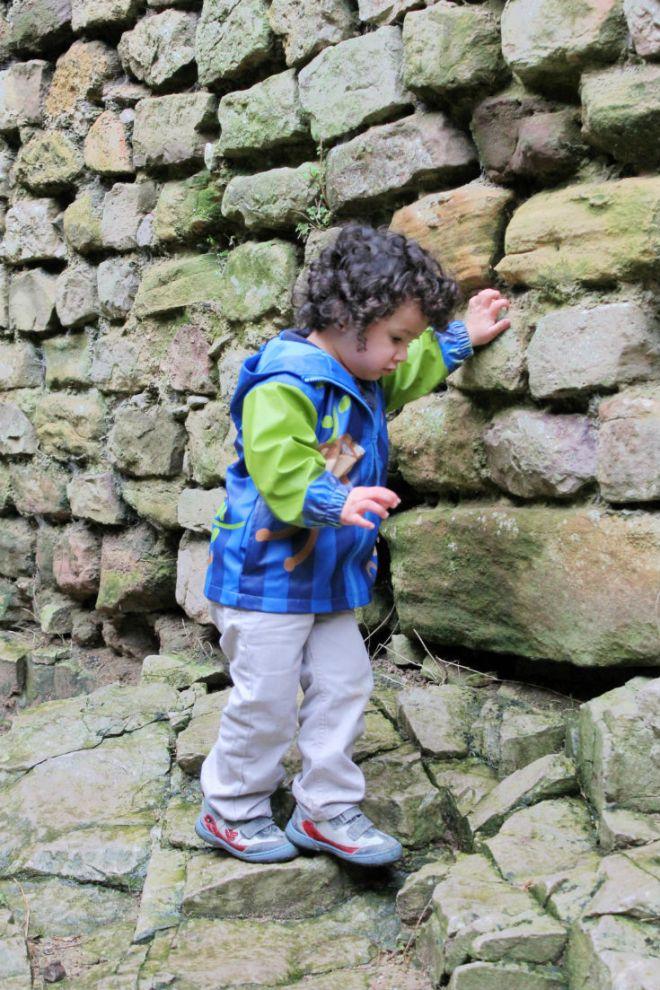 climbing rocks in chepstow castle