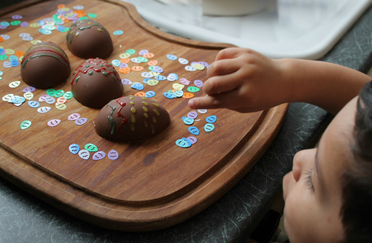 easter egg decorating ideas - making easter eggs with kids