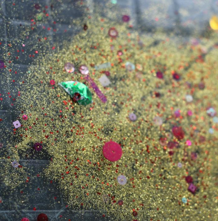 glittersand sensory bin