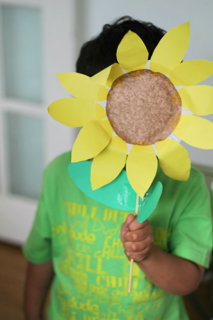 Paper plate sunflower in the playroom for Easy paper plate crafts