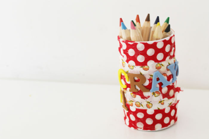 Simple DIY fabric crayon pot craft for back to school - decorated with apples and polka dots!