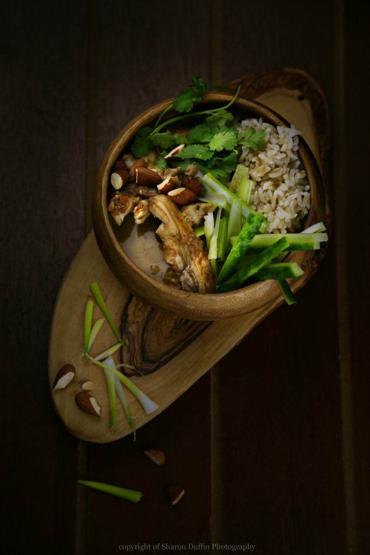 Thai almond chicken curry recipe. This is a great healthy chicken recipe!