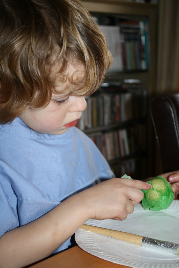 making tissue paper mache eggs