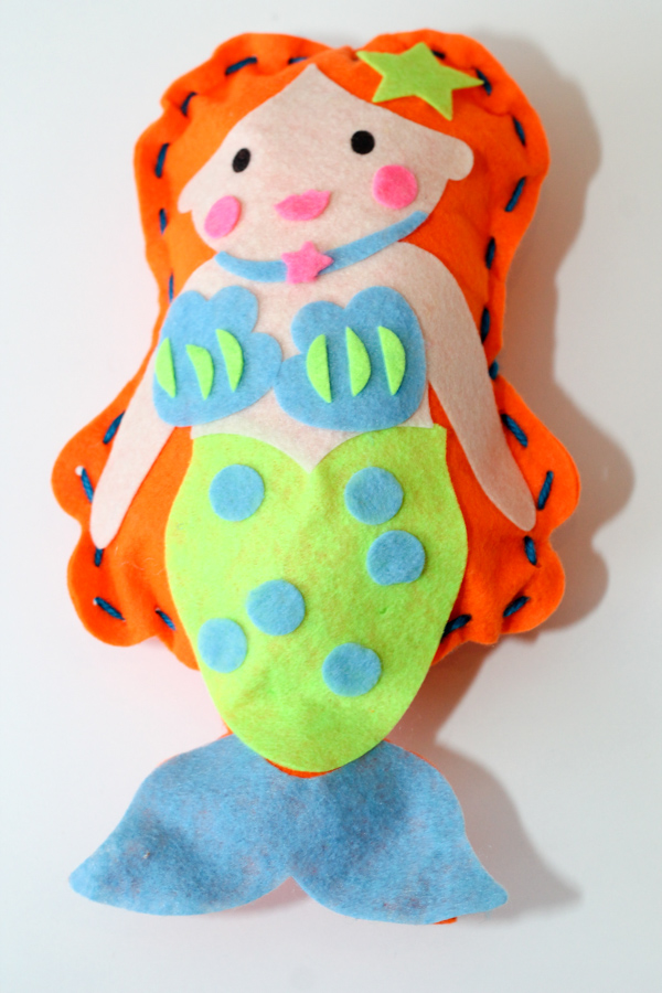 Mermaid sewing for kids. Really easy first sewing project and looks so cute. Can be used as a mermaid cushion or mermaid stuffed toy