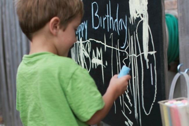 diy outdoor chalkboard