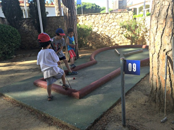 mini golf at camping cypsela canvas holidays